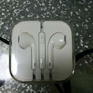 Apple earpiece ( audio jet)