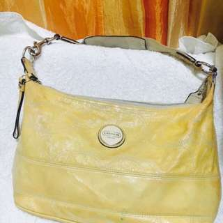 Auth coach leather bag excellent condition, very nice color light yellow no flows or tears