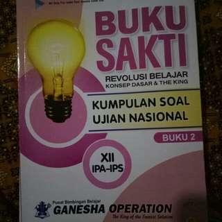 Buku sakti revolusi belajar kumpulan soal Ujian Nasional (UN) kelas 12 bahasa Indonesia dan bahasa Inggris
