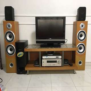 Entertainment System 5.1 Yamaha Receiver Dts , with speakers and subwoofer