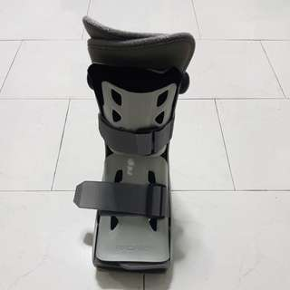 Walking Orthopedic boots - is Aircast