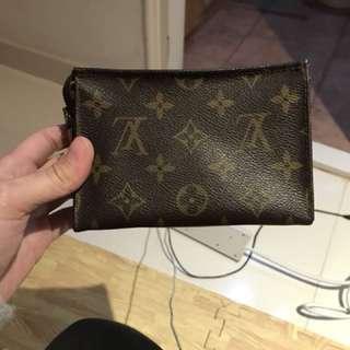 LV 化粧袋