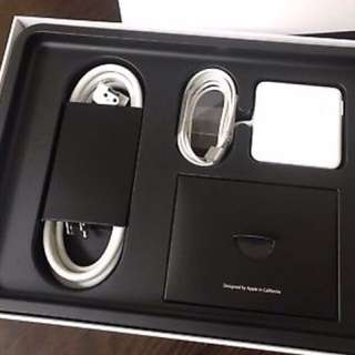 Apple MacBook Pro touch pad i7 retinal display 2017
