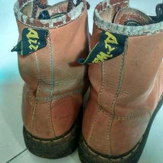 Sepatu Dr Martien nego habiz