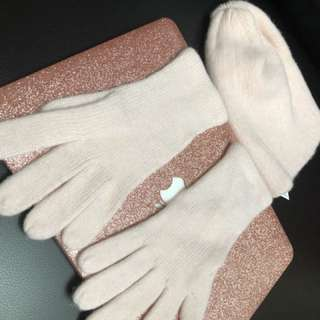 Gloves, bonnet, scarf bundle