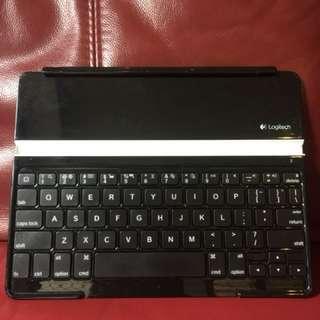Logitech Keyboard (ipad,iphone, tablet)