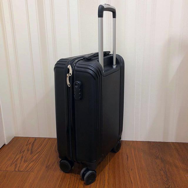 行李箱加2個中型行李袋及一個大後背包