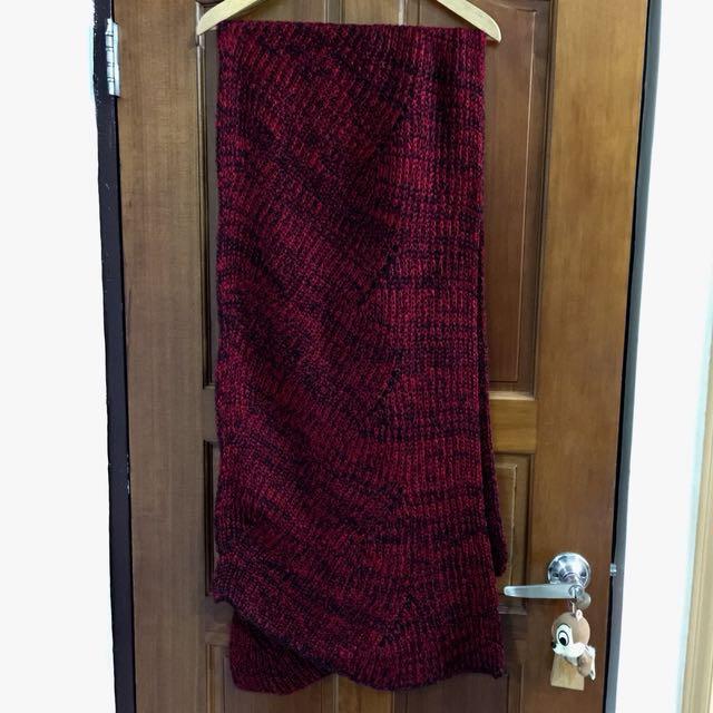 紅黑織紋不規則造型毛線圍巾