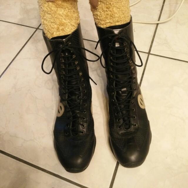 真皮靴型運動款二手鞋