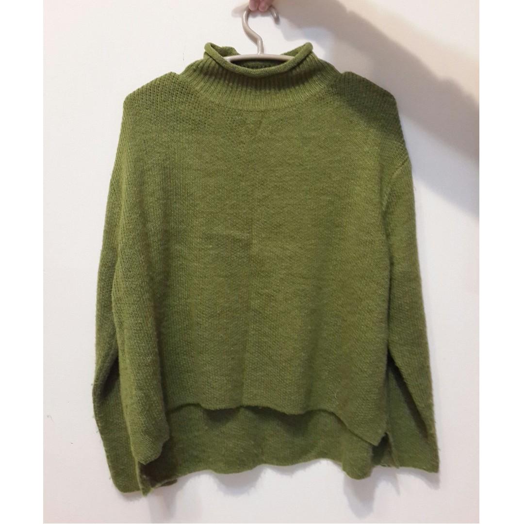 韓版微高領草綠色厚針織毛衣 前短後長設計 上衣