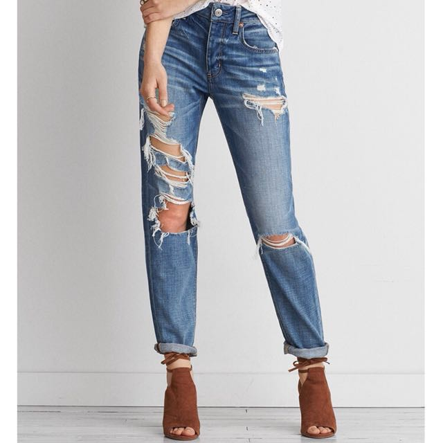 American Eagle Outfitters Tom Girl Distressed / Ripped Jeans