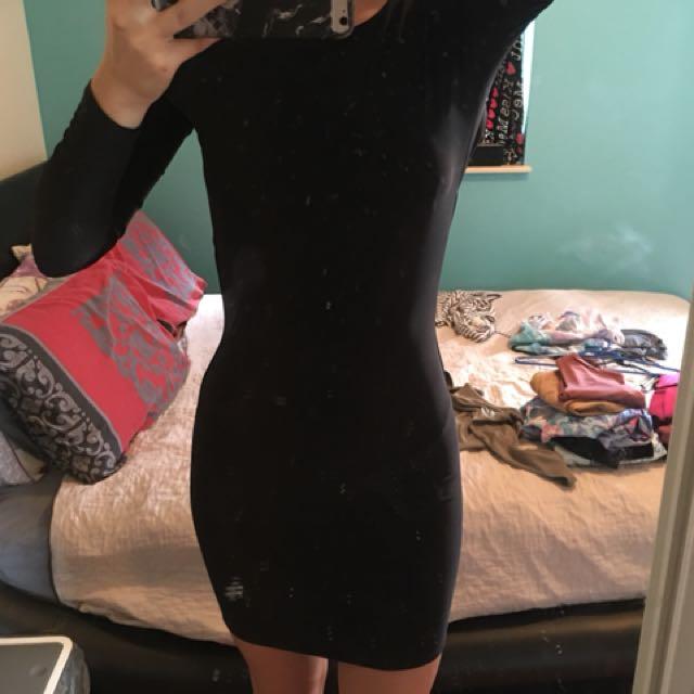 black backless long sleeve dress