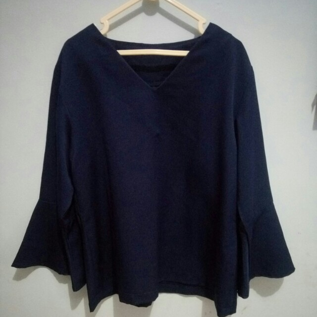 Blouse bell sleeves