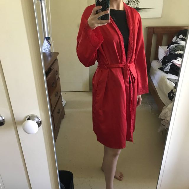 Bras and things robe size S