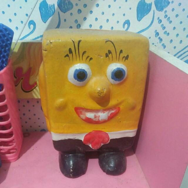 Celengan spongebob tanah liat