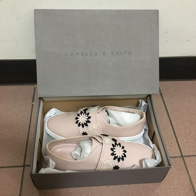 Charles Keith 粉色花朵平底休閒鞋