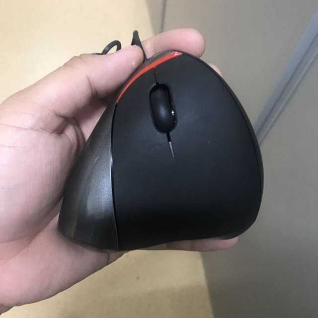 Ergonomic Wired Mouse