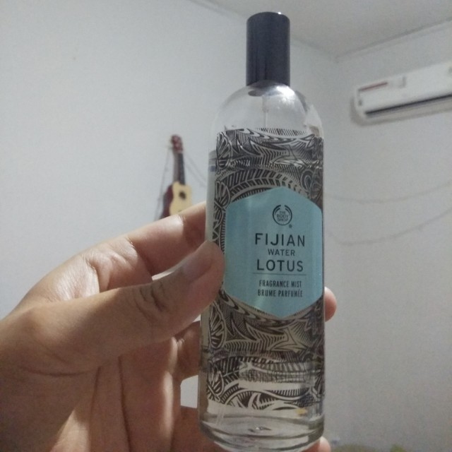 Fijian water lotus the body shop fragrance mist parfum