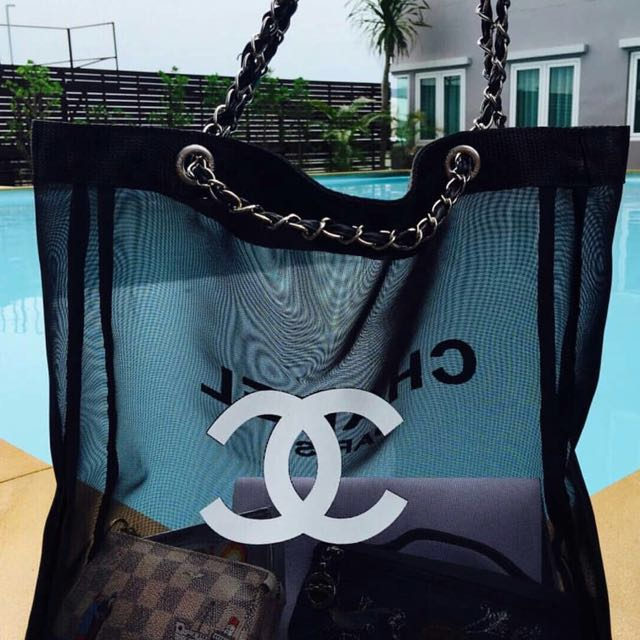 FOR SALE VIP GIFT CHANEL CHAIN BAG