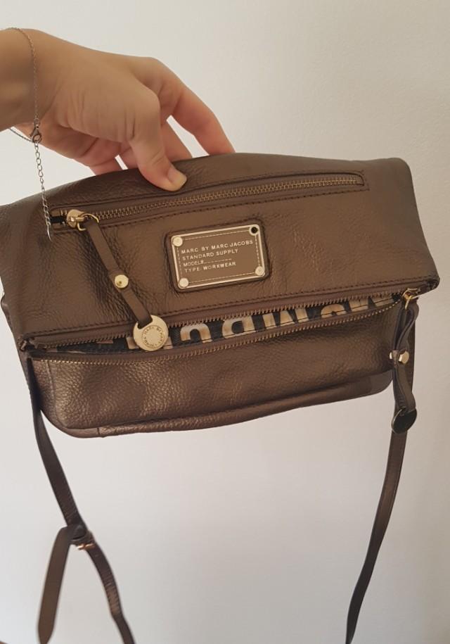 Marc Jacobs shoulder bag golden gold chic envelop strap hand purse
