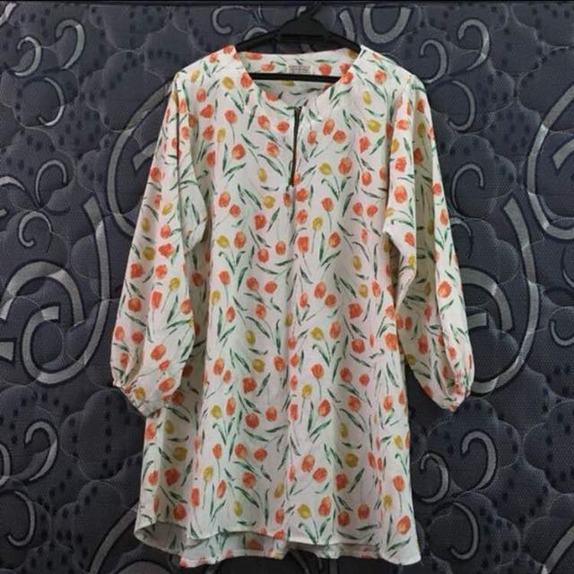 Preloved flowers blouse