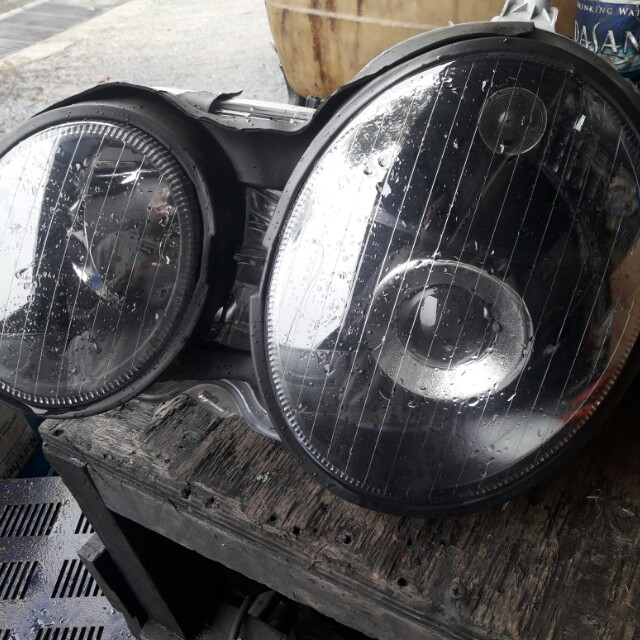 Projector headlight for E200 W210 for sale