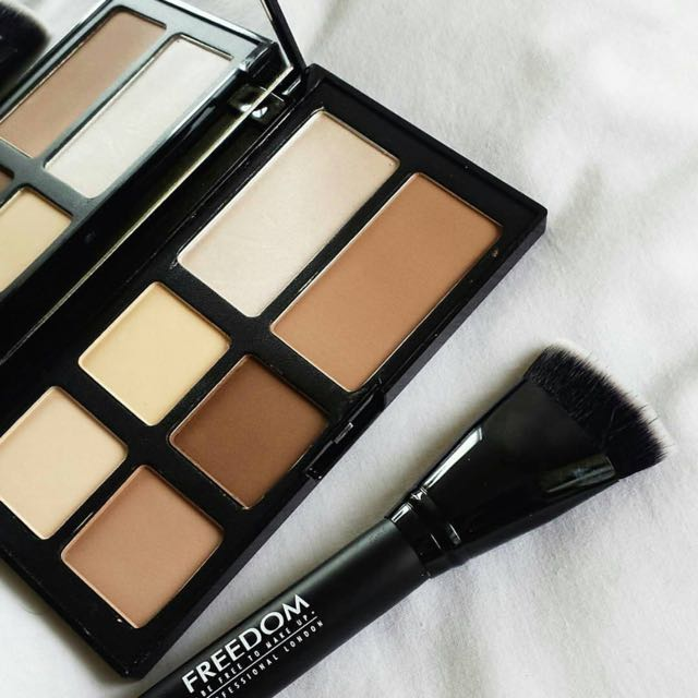 Readystock🔸FREEDOM PRO STROBE AND CONTOUR PALETTE WITH BRUSH