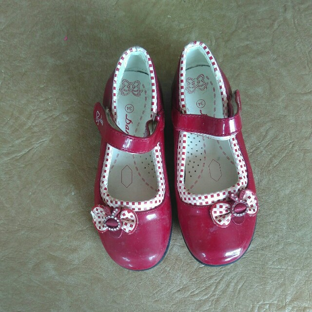 Red shoes size 34