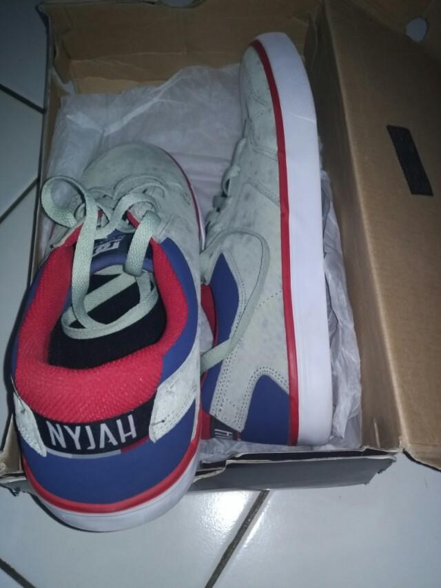 Sepatu DC NYJAH
