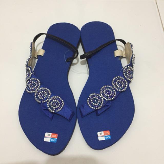 Sepatu sandal bali biru