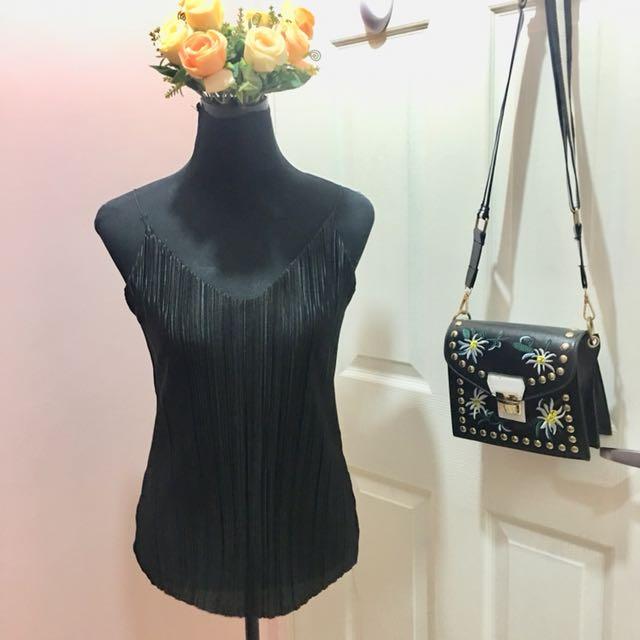 Silky black sleeveless top ❤️