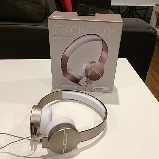 Sol Republic Tracks HD2 High Definition Headphones / Earphones