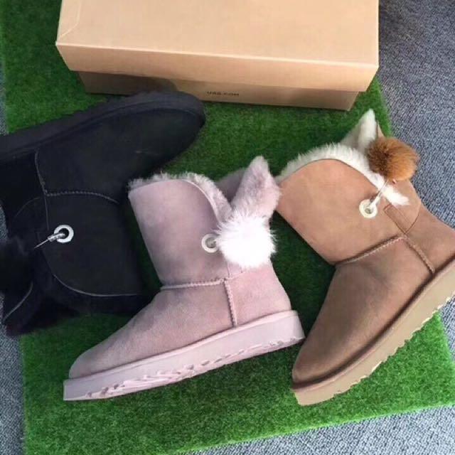 日本代購-UGG側邊毛球羊毛中筒靴(三色預購)