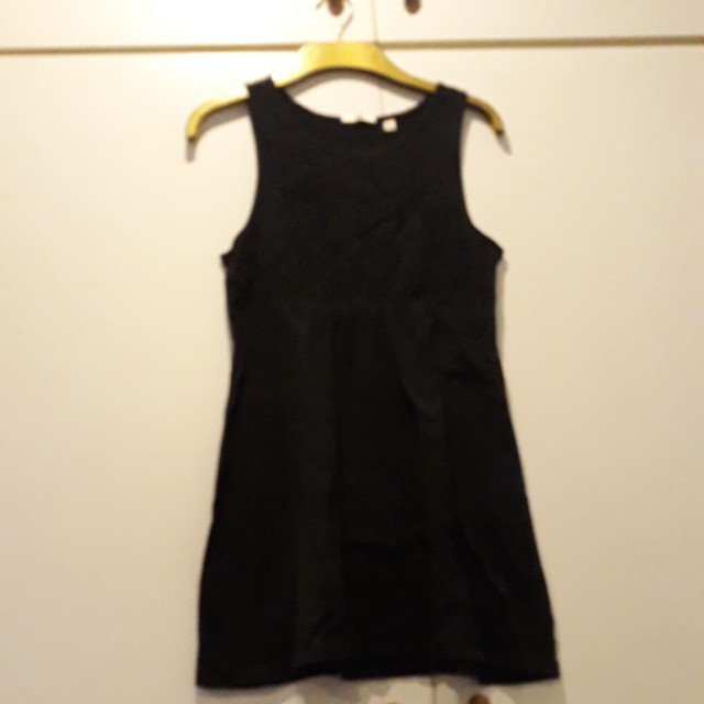 Uniqlo long black sleeveless top