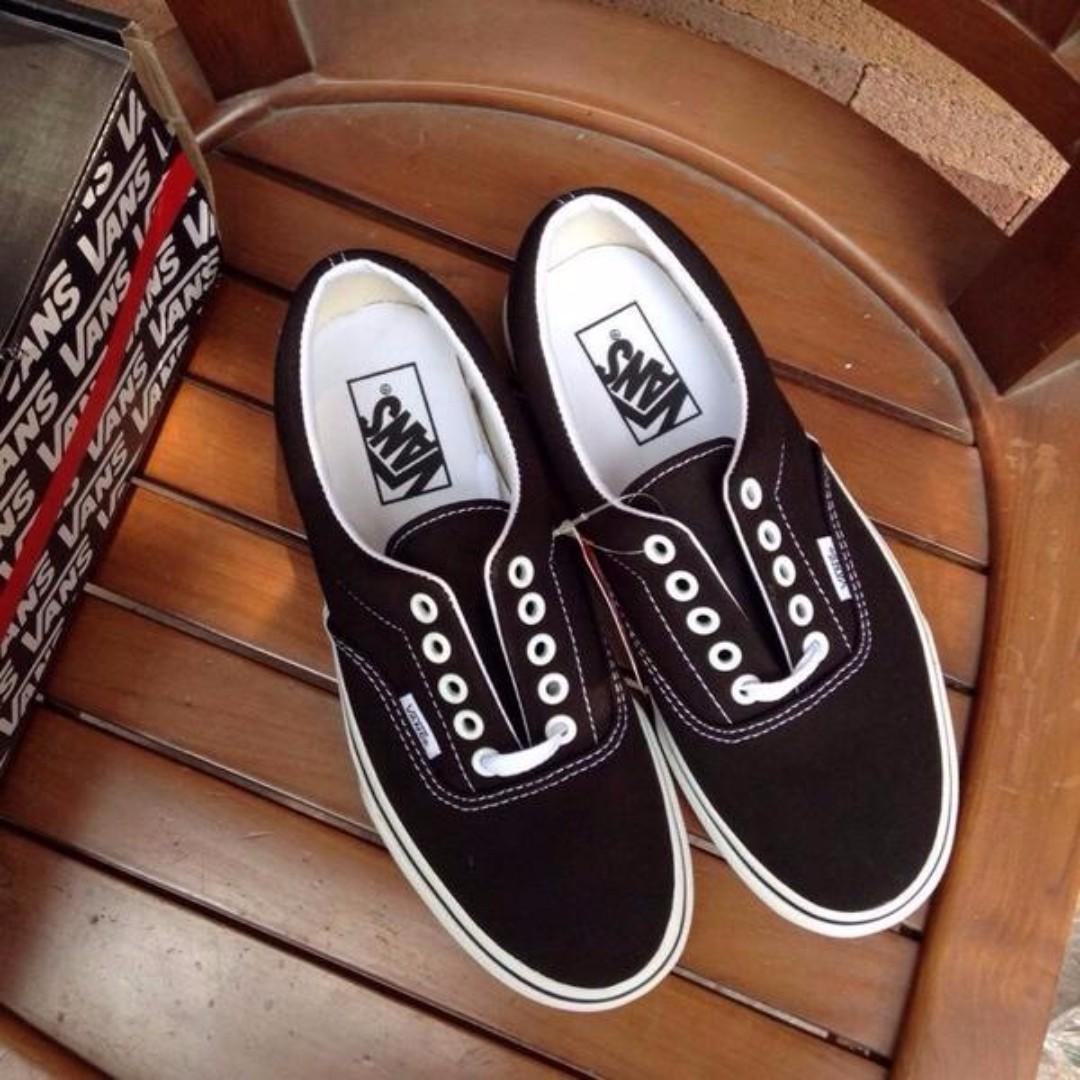 vans classic era black white