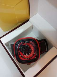 Jam Fashion Seven Friday  Type Analog Tanggal Aktif Bahan Kulit + Kotak  D = 4,5 cm  Ready 5 Warna Red Blue White Yellow Orange