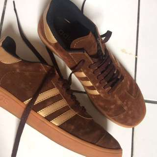 Like new!!! adidas men shoes (not ory)