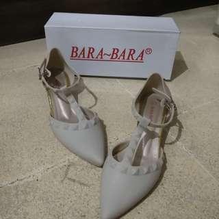 Bara-Bara Sepatu Sandal Hak Wanita Broken White