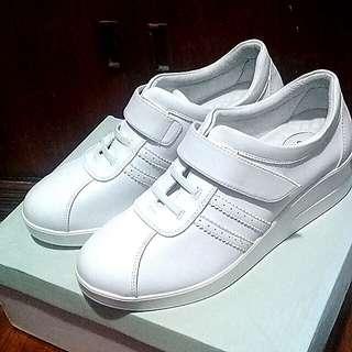 White GIBI (w/heels) Sneakers