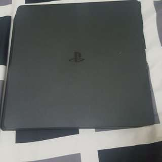 Ps4 Slim with games and 2 controllers