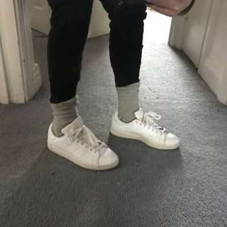 Adidas classic white sneaker gently used
