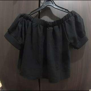 黑色短版平口上衣