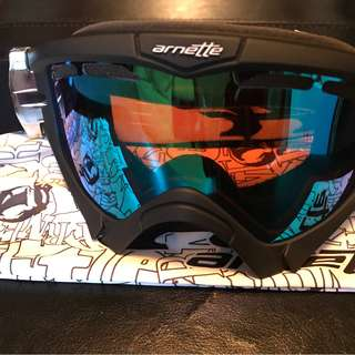 Arnette ski goggles (used once)
