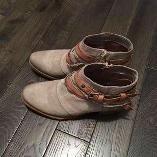 Miz Mooz Ankle Boot - size 38