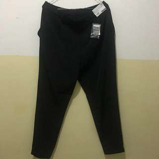 Celana Panjang Uniqlo Black Jogger Drappe Size XL