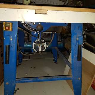 Woodcutting Machine with mounted Tabletop