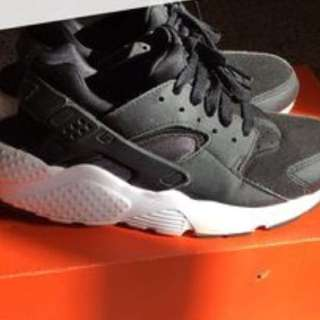 Black and White Huaraches