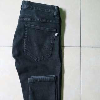 Celana jeans Nevada size S preloved
