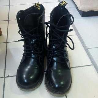 黑色馬汀鞋