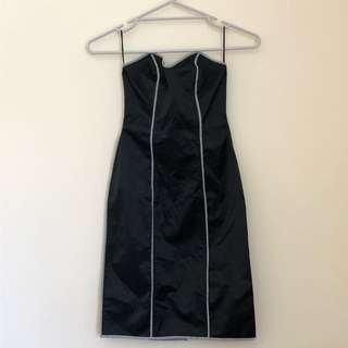 Strapless black fitted minidress